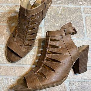 Naturlizer 11M Womens 11 Brown Stacked Heel Sandal